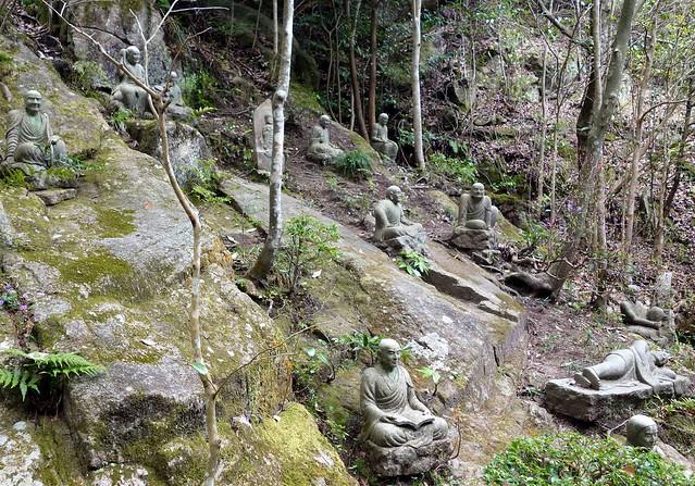 Buddha statues at Mitaki-Dera2