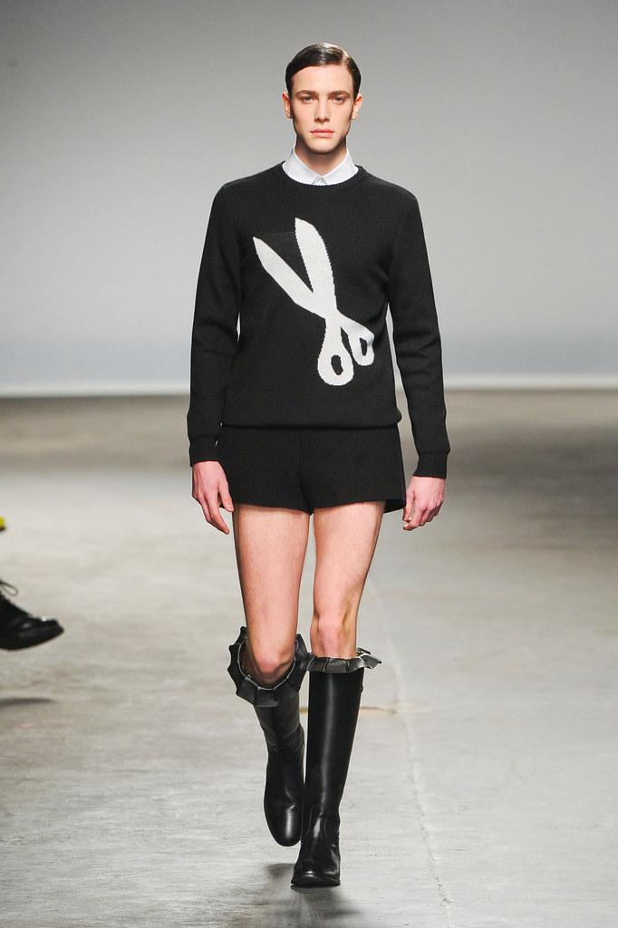 Nick Heymann3047_FW13 London J.W Anderson(fashionising.com)