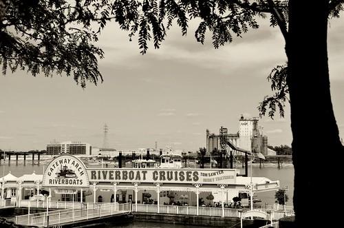 restaurant stlouis restaurants missouri mississippiriver downtownstlouis riverboatcruises gatewayarchriverboats mississippirivercruises archviewcafe