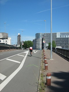 Cycle lane / Voie cyclable