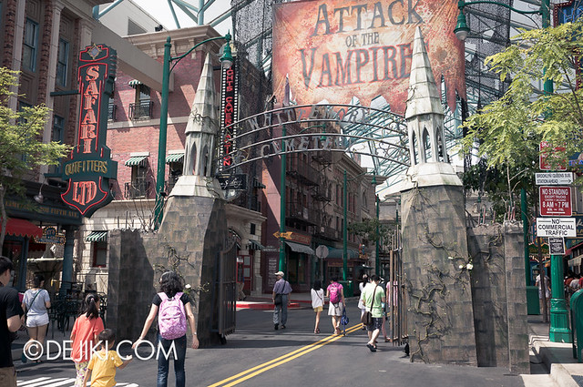 HHN3 Before Dark 2 - Attack of the Vampires - Gates to Whittemore Cemetery