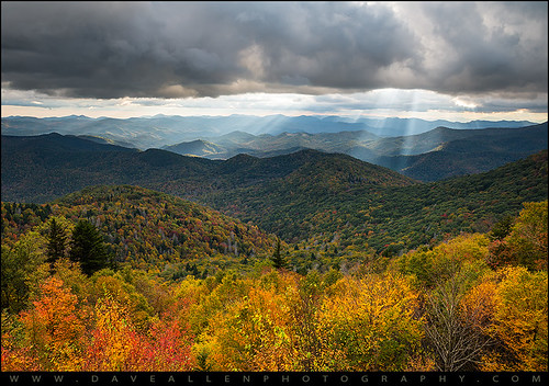 northcarolina nc wnc westernnc blueridgeparkway lightrays rays beams sunbeams blueridgemountains mountains appalachians appalachia landscape autumn fall light outdoor