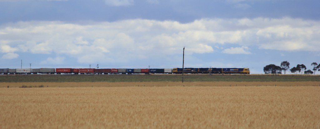 NR76 XRB561 and NR61 depart Murtoa on AM3 with more air than containers on board by bukk05