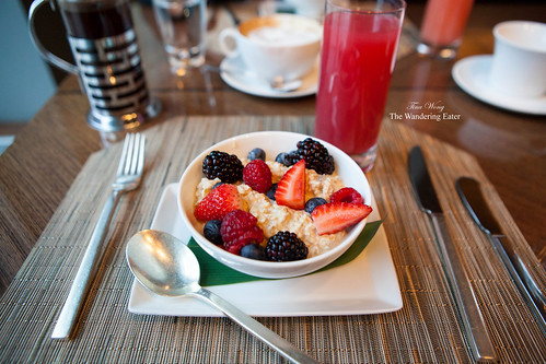 Muesli topped with fresh fruit