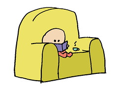 nene en sofá - color