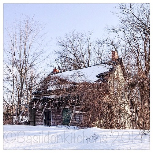 14/3/2014 - care {this house is in need of some serious care} #fmsphotoaday #rural #decay #care #winter #snow #sandyhookroad #princeedwardcounty #ctyrd1 #picton