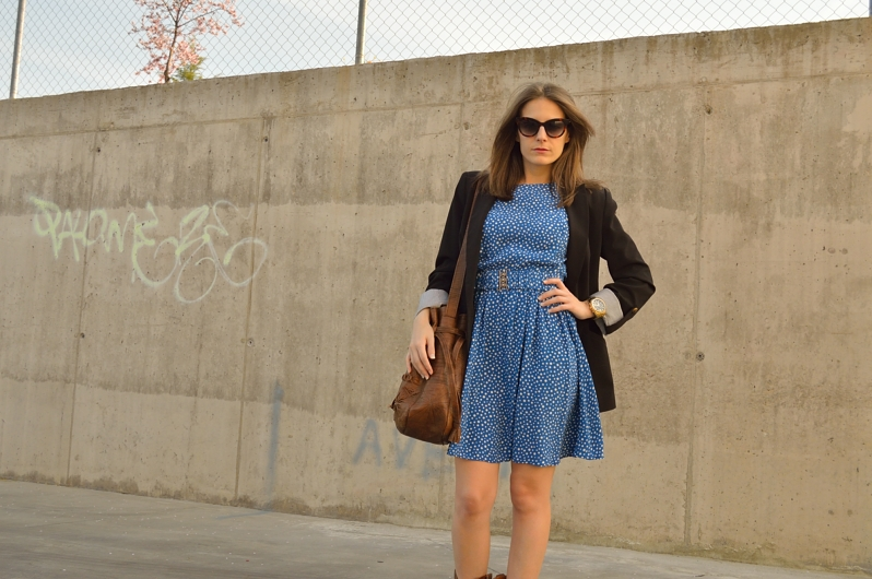 lara-vazquez-madlula-blog-style-chic-cowboy-boots-blue-dress