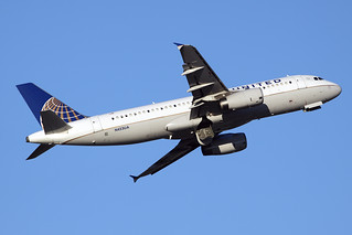 United Airlines Airbus A320-232 N453UA