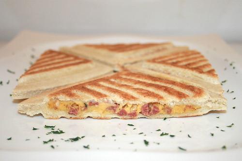 10 - Hochland Toast it! Käse & Salami / Cheese & salami - Seitensansicht / Side view
