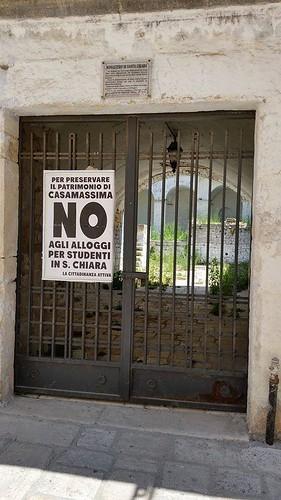 Casamassima- Il manifesto di protesta no alloggi per gli studenti a Santa Chiara