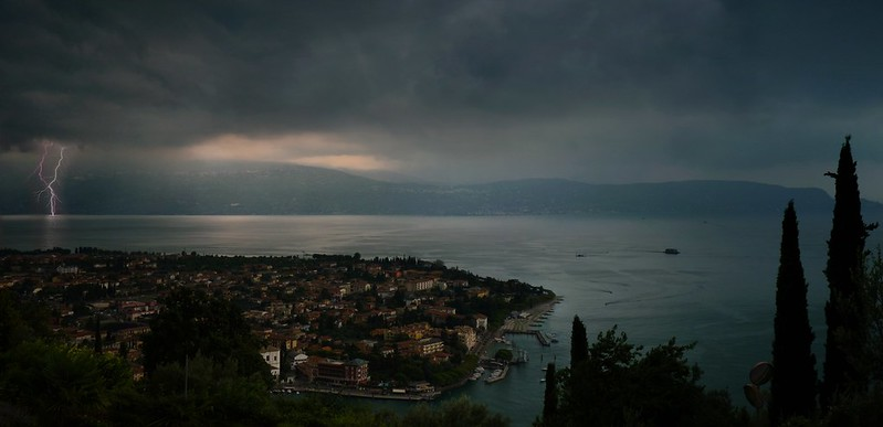 Days of thunder above Lake Garda