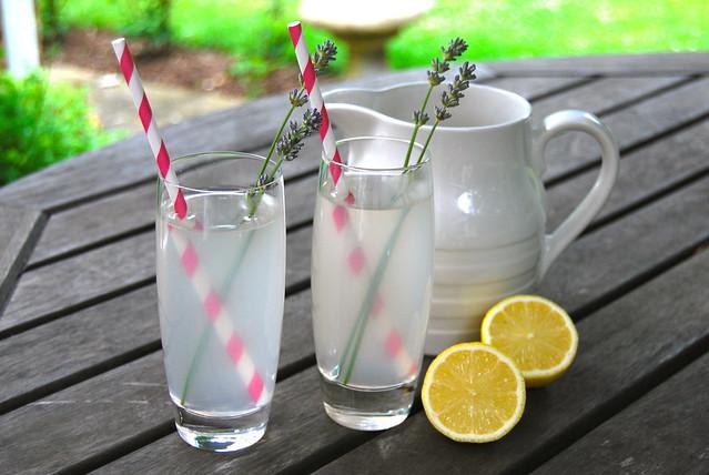 Lavender Vodka Lemonade | www.rachelphipps.com @rachelphipps