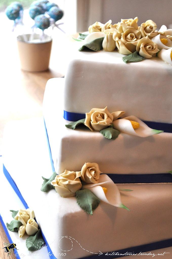 Hochzeitstorte in blau und creme
