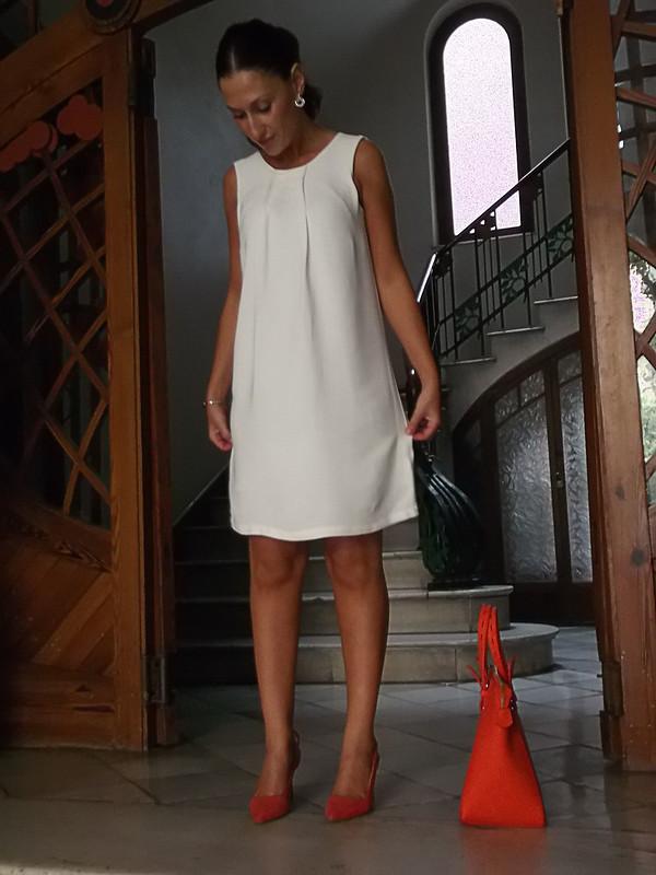 LWD, litlle white dress, lazada, bolso naranja flúor, peep toes coral, joyas, Swarovski, bow, fluorine orange bag, coral peep toes, Swarovski jewellery