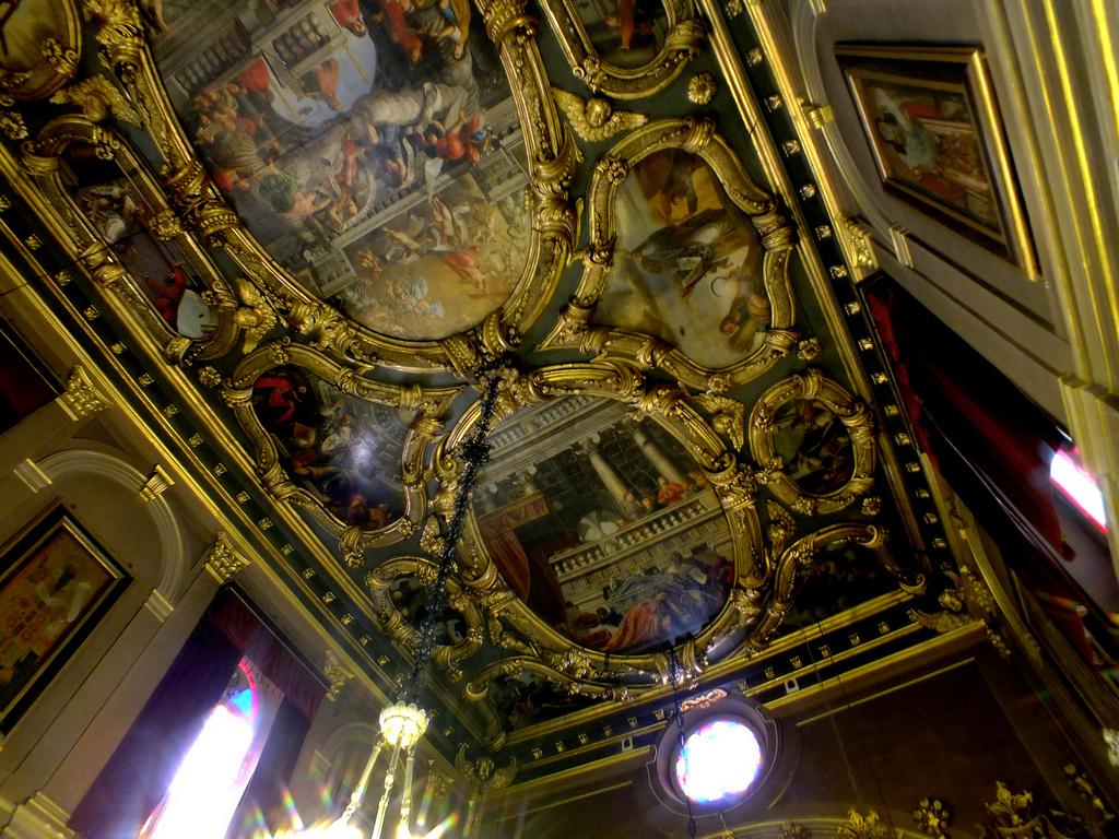13. Interior de la iglesia de Agios Spyridon. Autor, Keith Laverack