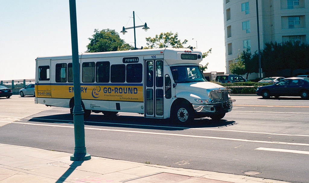 Emerygr 106 6 13 13 Emery Go Round 106 An Ic Bus Of Unk Flickr