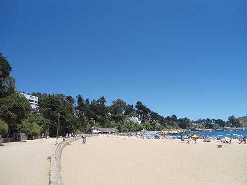 Paseo y playa/Promenade and beach, Zapallar, Chile - www.meEncantaViajar.com by javierdoren