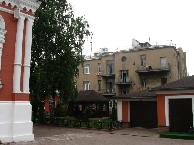 Вид со стороны Петропавловского переулка