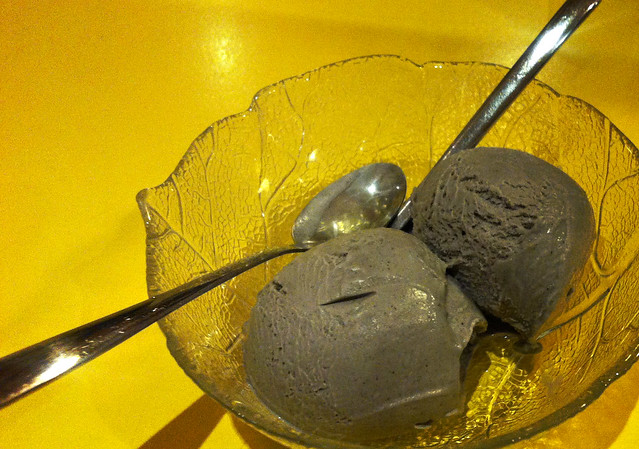 goma ice cream (black sesame ice cream)