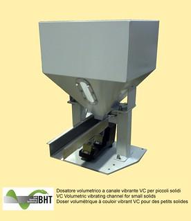 Dosatore volumetrico a canale vibrante VC per piccoli solidi