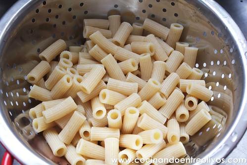 Macarrones integrales con verduras www.cocinandoentreolivos (3)