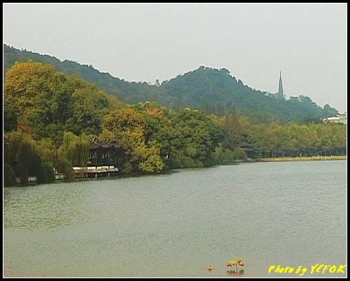 杭州 西湖 (其他景點) - 216 (從白堤上的孤山旁望北山路 白堤結束點 北裡湖與西冷橋旁的湖畔及保淑塔)