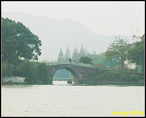 杭州 西湖 (其他景點) - 214 (從白堤上的孤山旁望向西湖十景之 蘇堤 上的誇虹橋)