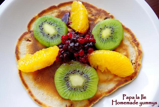 Pancakes cu ciocolata si fructe (9)