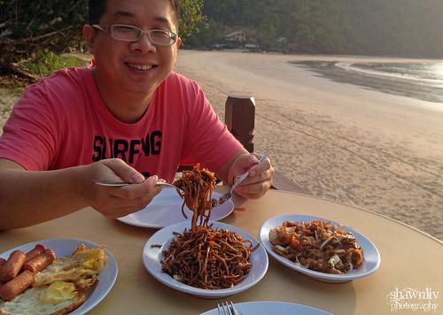 Shawnliv having breakfast at Juara Beach Resort