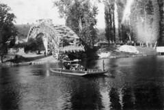 28 septembre 1947 Bac assurant la traversée du Lot en attendant la fin de la reconstruction du pont.