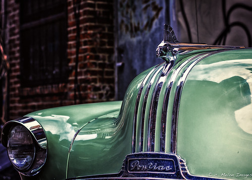 auto street city light shadow color reflection brick classic philadelphia car canon vintage 50mm cool alley shiny dof shine bokeh retro ornament chrome american hood pontiac philly