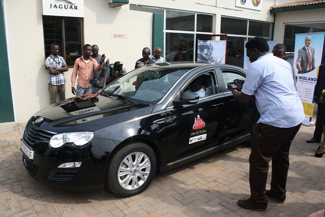 R2bees presented with Ghana Music Awards 'Artiste of the Year' car (1)