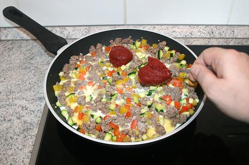 29 - Tomatenmark hinzufügen / Add tomato puree