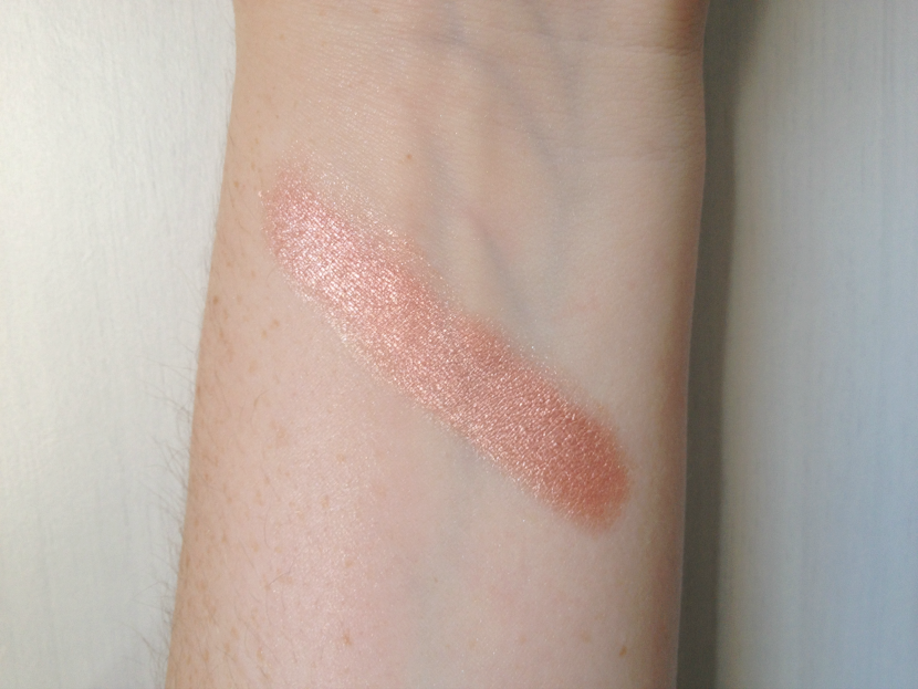 Wet'n'Wild_Fregie_Illuminating_Highlighter_Swatch_Wet