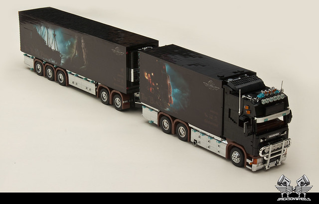 Scania R560 V8 'Black Pearl' (1:16 in Lego)