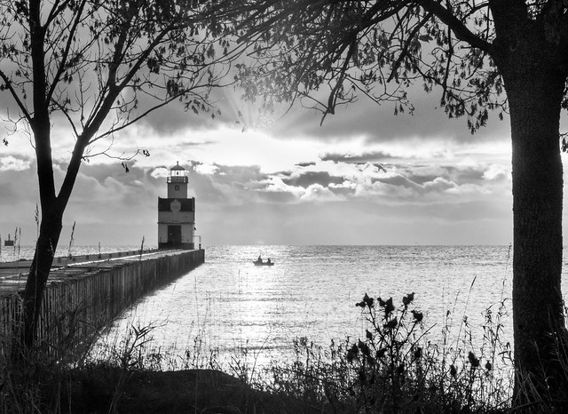 Lighthouse, Monochrome, B&W, Lake, Lake Michigan, Sunbeams, Trees, Pier, Kewaunee