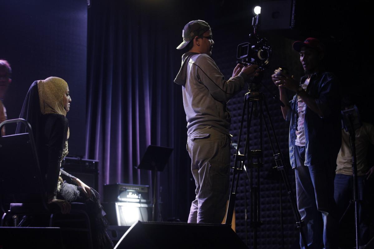 Muzik Video Masih Aku Cinta Shila Amzah Menampilkan Johan As'Ari