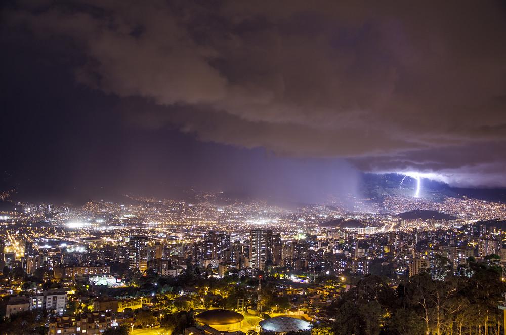 Tormenta eléctrica Medellín