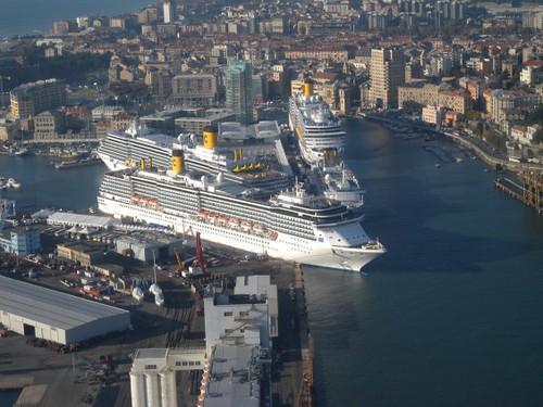 Cuatro barcos de Costa Cruceros, en el Puerto de Savona.