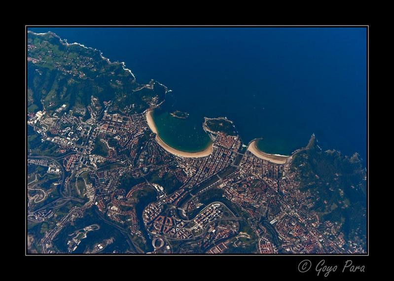 San Sebastián con La Concha bañada por el mar