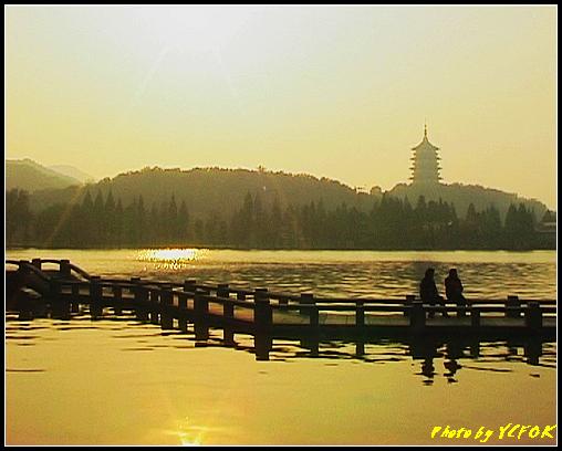 杭州 西湖 (其他景點) - 532 (西湖十景之 柳浪聞鶯 在這裡準備觀看 西湖十景的雷峰夕照 (雷峰塔日落景致)