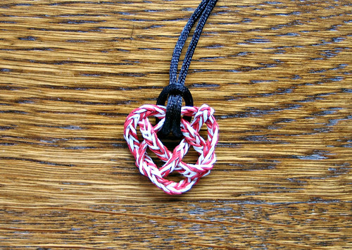 paper-yarn-heart-knot