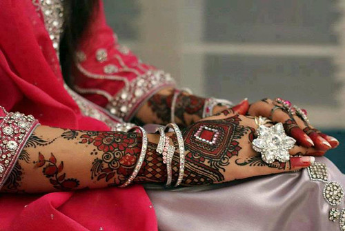 Latest Glitter Bridal Mehndi Designs (39)