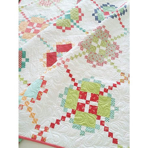 My mom finished binding her #apqquiltalong quilt on the way here. I'm in love! @bonniecottonway