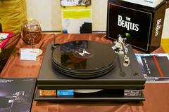 gadget(0.0), electronics(1.0), compact disc(1.0), gramophone record(1.0),