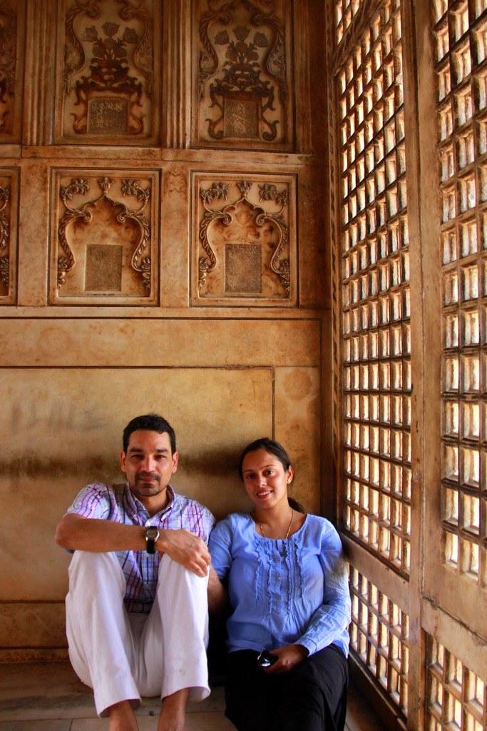 #travelbloggerindia #uttarpradeshtourism #agrafort #offbeatplacesinagra #travelblogindia #travelblogagra
