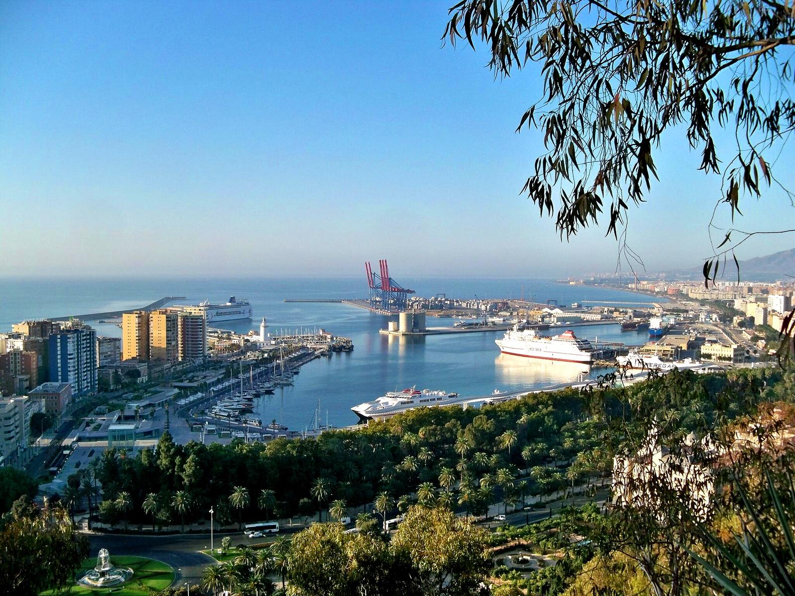 El puerto de Málaga. Autor, Dcapillae