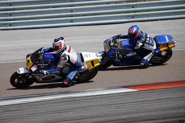 Freddie Spencer et Christian Sarron, à l'œuvre sur leurs 500 de GP des années 80.