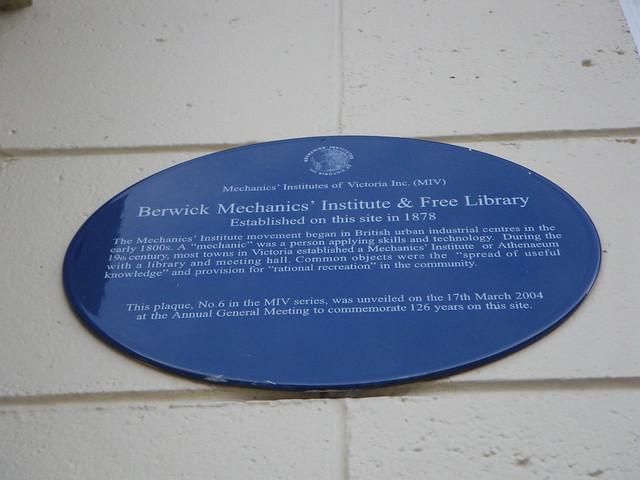Photo of Berwick Mechanics' Institute & Free Library blue plaque