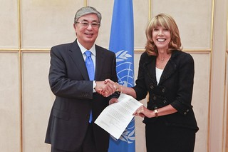 NEW PERMANENT REPRESENTATIVE OF IRELAND PRESENTS CREDENTIALS TO DIRECTOR-GENERAL OF UNOG